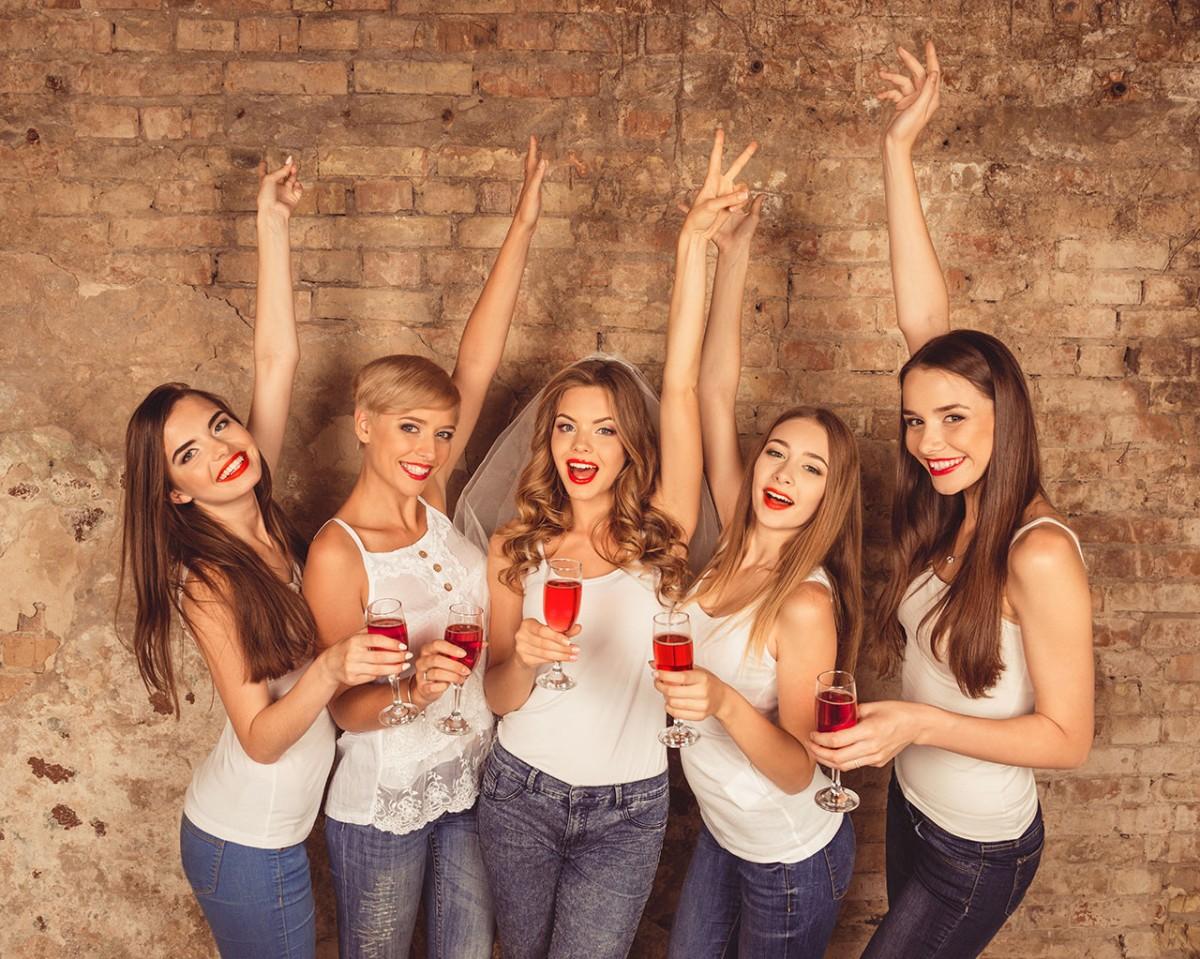 Mädelsabend beim Wein
